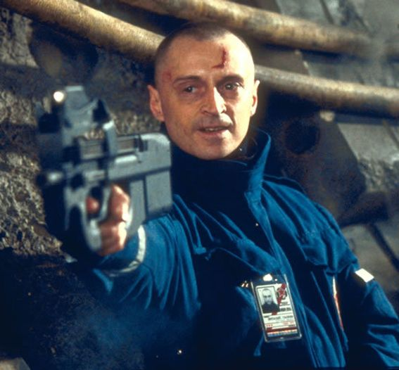 Worst Bond Villain Robert Carlyle As Renard The World Is Not