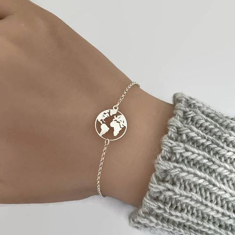 Sterling silver world map bracelet. Perfect gift for the world traveller. The world map bracelet is made of 925 sterling silver. Details: - Material metal: .925 sterling silver - World Map measures approx 15x13.5mm - Adjustable bracelet length from 6.5 to 7.5 Please read our store