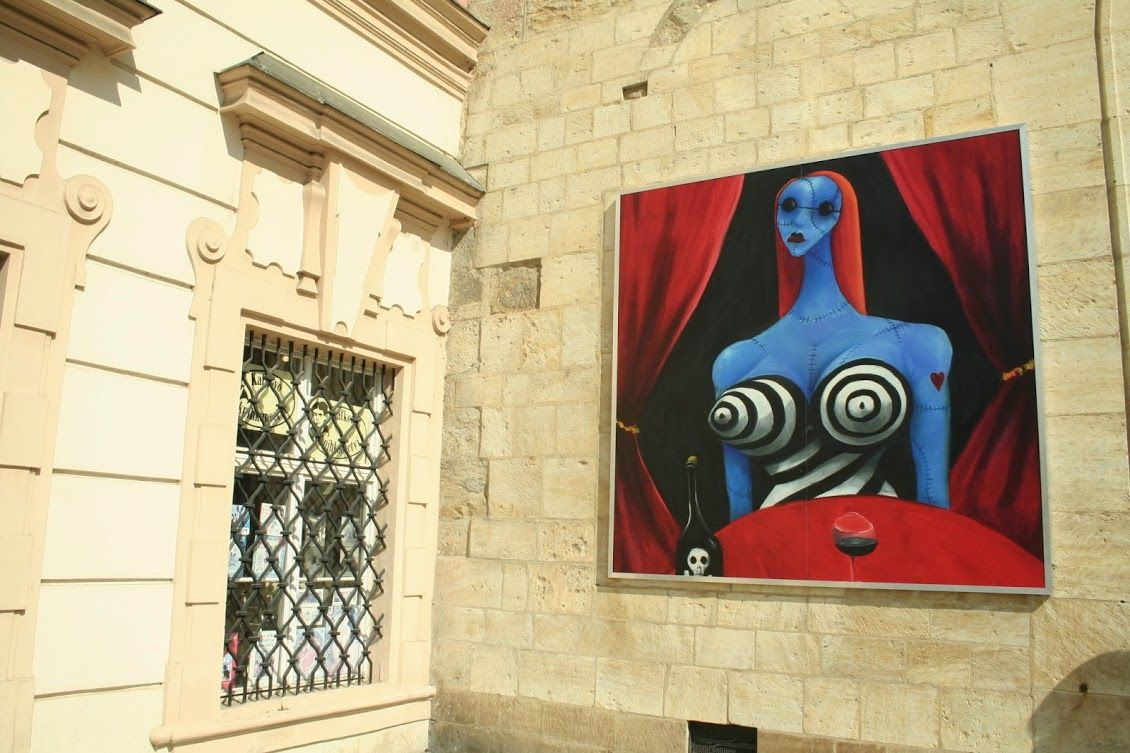 If you know Tim Burton's art, you can't miss the gallery   Hľadáš výstavu? Nasleduj pásiky!
