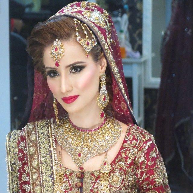Modern Indian Bride Hairstyle: Modern Kandyan Bride With Veil -