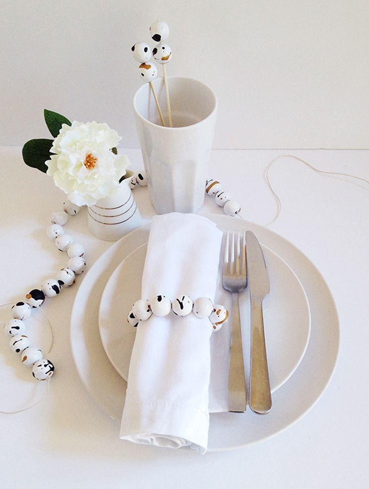12 DIY Napkin Rings for Any Occasion #napkinrings