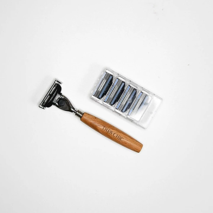 Perfect Woman S Travel Razor Never Throw Out Another Disposal Plastic Razor Again Try Our Bamboo 3 Blade Razor In Travel Razor Honeymoon Travel Kit Shave Kit