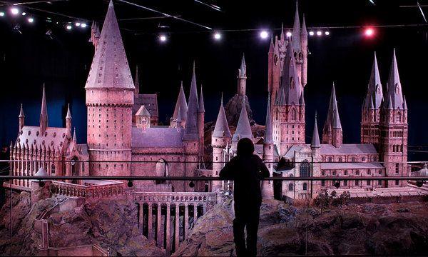 Studio Tour Casts Spells Just Like Harry Published 2012 Harry Potter Studio Tour Harry Potter Studios Harry Potter Tour