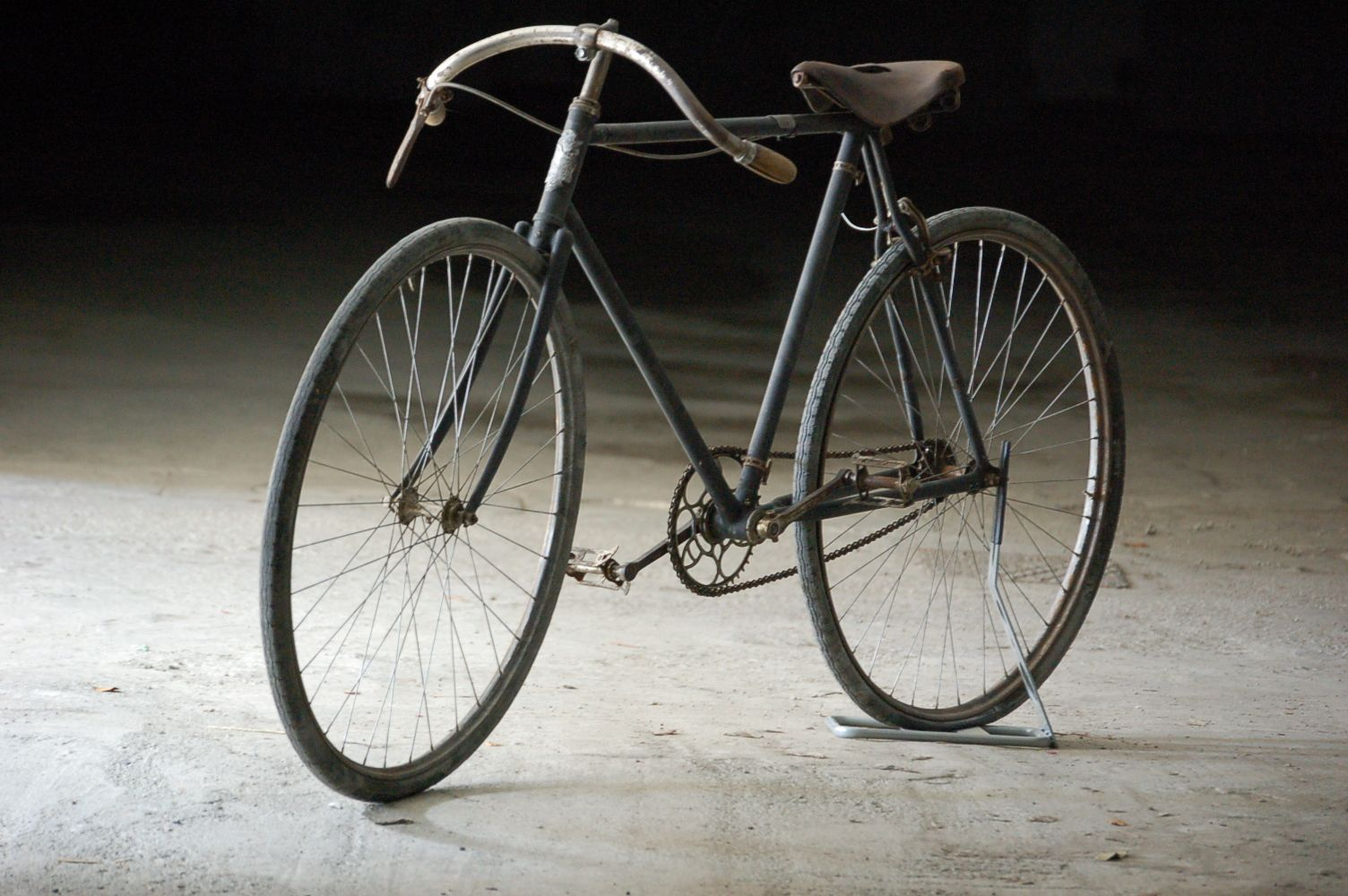 Elegantly Old Race Bicycles for sale worldwide shipping