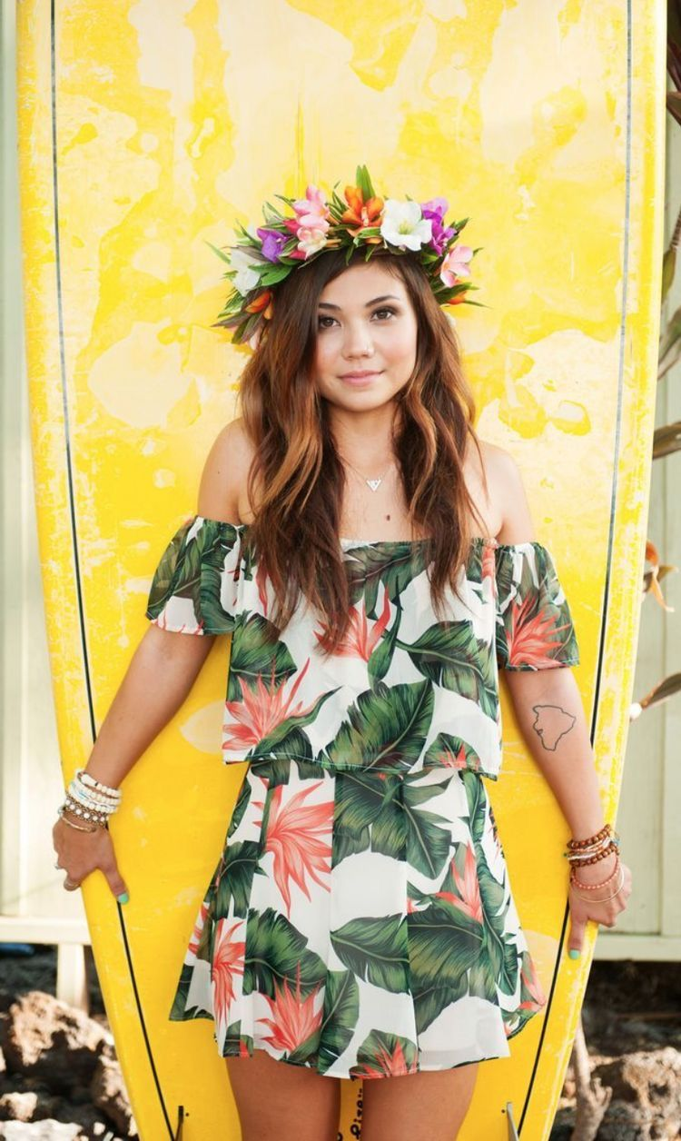 Pin By Claro Paraguay On Shared Themes Luau Outfits Beach Party Outfits Hawaiian Outfit