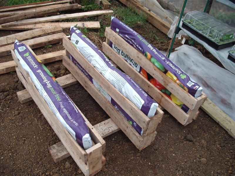DIY grow bag holders example. | Home Ideas | Pinterest ...