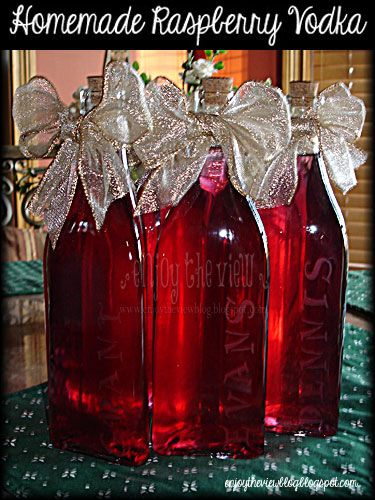 Easy-to-Make Homemade Raspberry Vodka #raspberryvodka