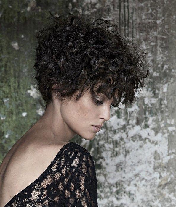 Maniatis Paris Medium Black Hairstyles Bobblackhairstyles Kurze Lockige Haare Frisuren Frisur Dicke Haare Kurze Frisuren Fur Dickes Haar