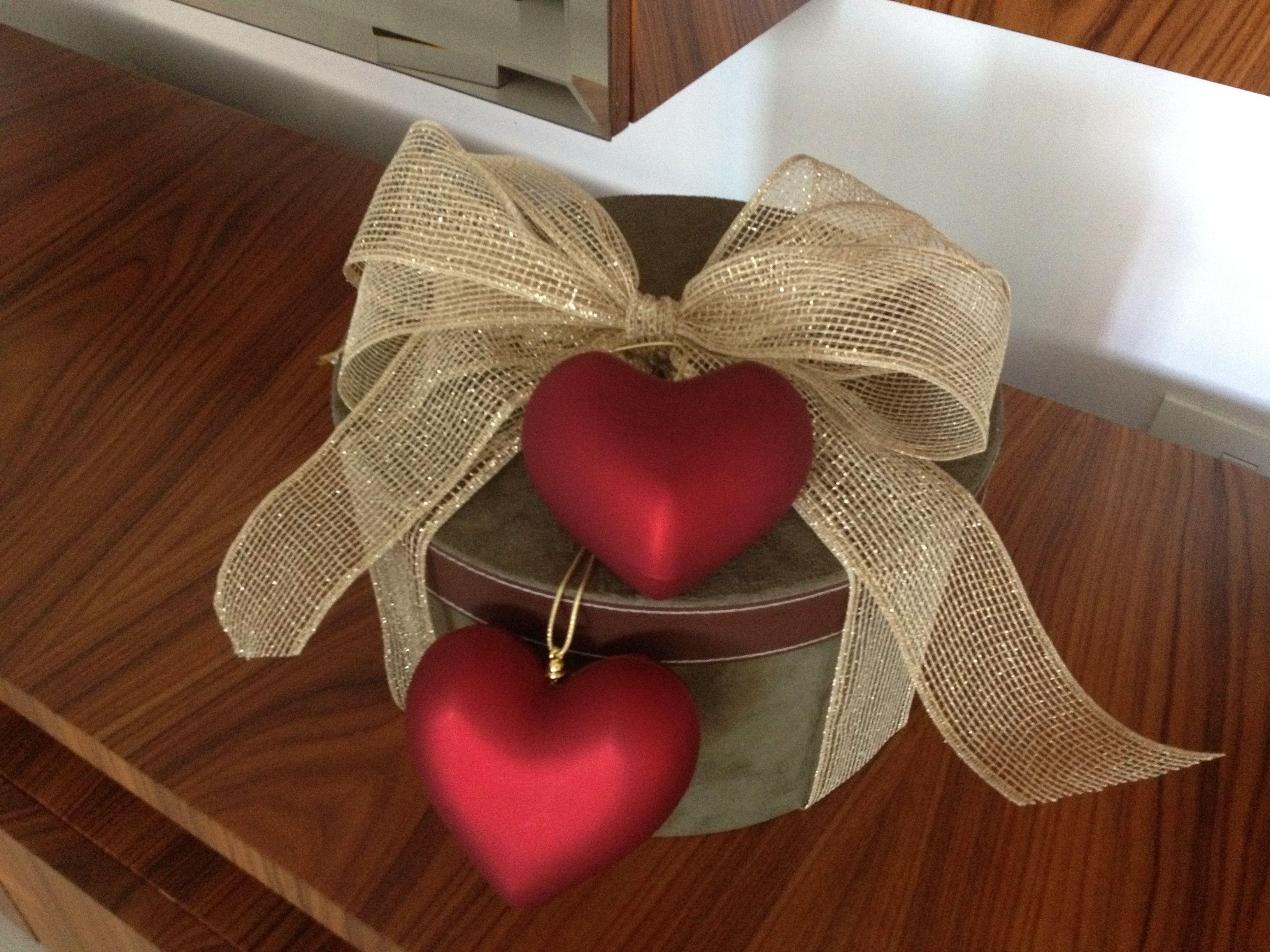 Presente no Natal também tem que ser especial...essa caixa decorada foi uma declaração de amor encomendada a mim pelo Filipe para a Cris!!! #christmas #livialeite
