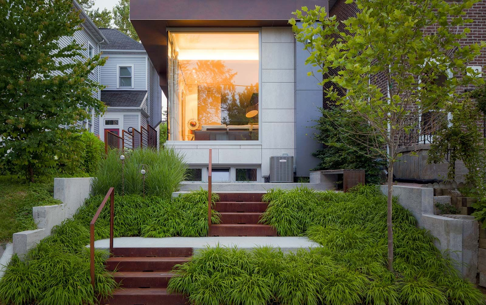Modern House With A Slope In The Front Yard Corten Steel Stairs Modern Landscaping Modern Landscape Design Front Yard Design
