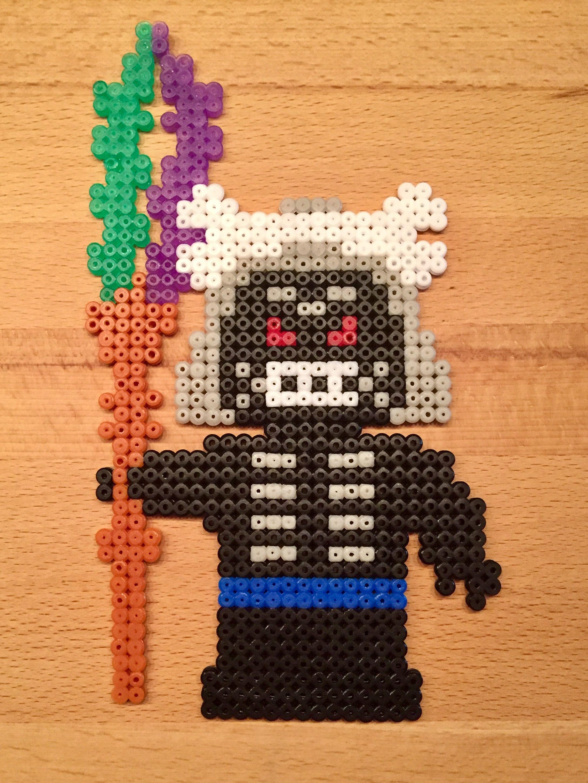 ninjago lord garmadon aus bügelperlen  bügelperlen