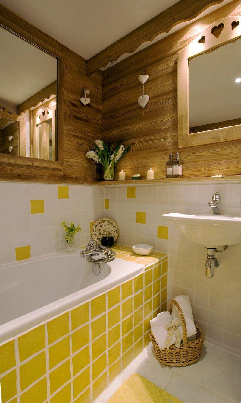 Repeindre Un Meuble En Pin Teinte Miel En 2020 Deco Salle De Bain Idee Deco Salle De Bain Decoration Salle De Bain
