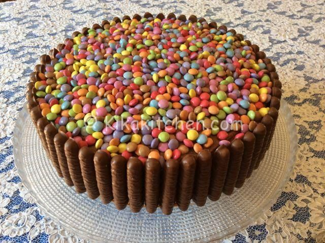 la torta smarties e togo una coloratissima e golosa torta farcita con crema alla nutella. Black Bedroom Furniture Sets. Home Design Ideas