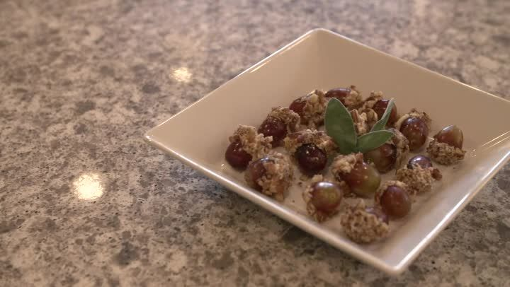 Video: Cream Cheese Grapes With Nuts