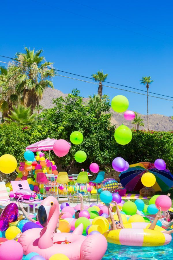 an epic rainbow balloon pool party pinterest sommer. Black Bedroom Furniture Sets. Home Design Ideas