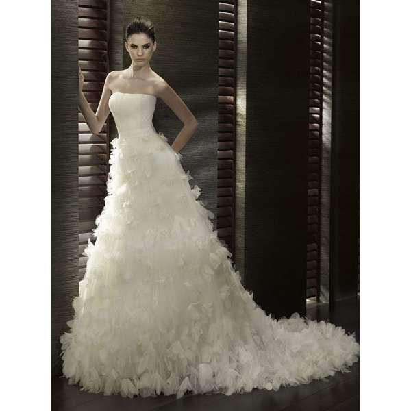 wedding dress feathers - Google Search   Sisters Wedding   Pinterest ...