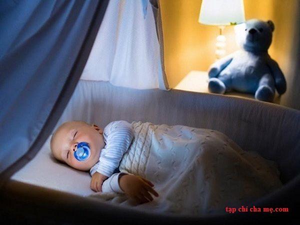 Có nên dùng đèn ngủ cho trẻ sơ sinh không? Mẹ cần chú ý những gì.