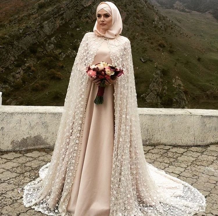 Beautiful muslim bride tesett r elbise kapal gelin for Dresses for muslim wedding