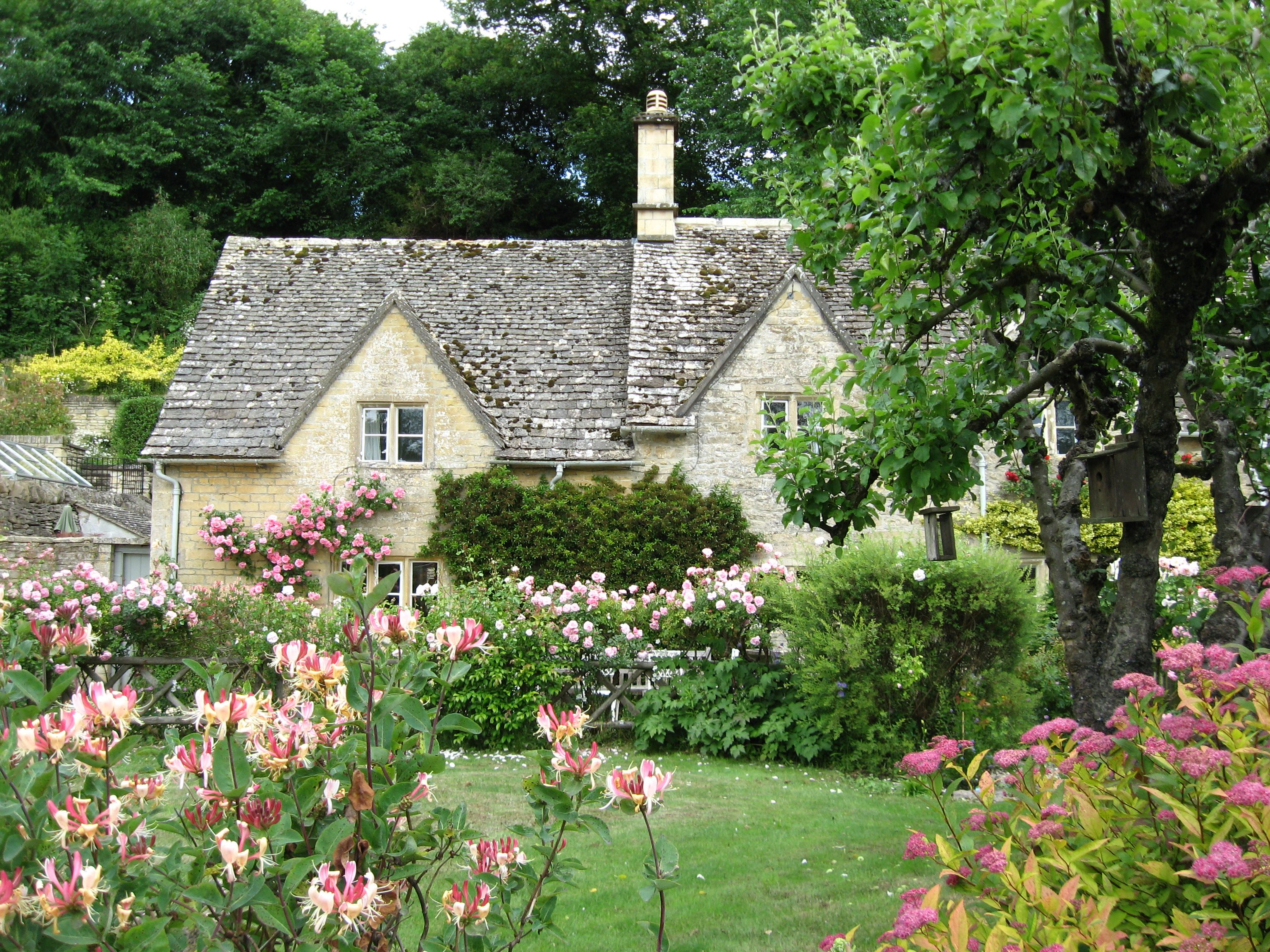 Garden style the english cottage garden where the old - English Cottage Style Homes Share