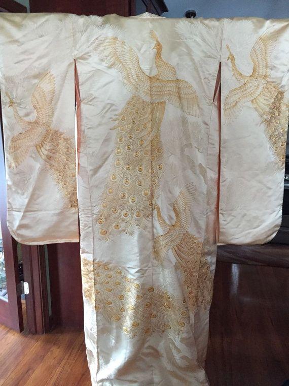 Your Place To Buy And Sell All Things Handmade Vintage Japanese Japanese Wedding Kimono Vintage Japanese Kimono