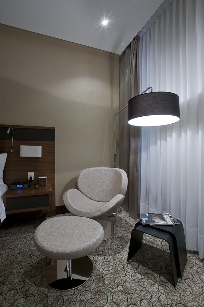 Boconcept Schelly Chair Nola Nesting Tables And Shower Mega Lamp At Hotel Cosmos Insignia Colombia