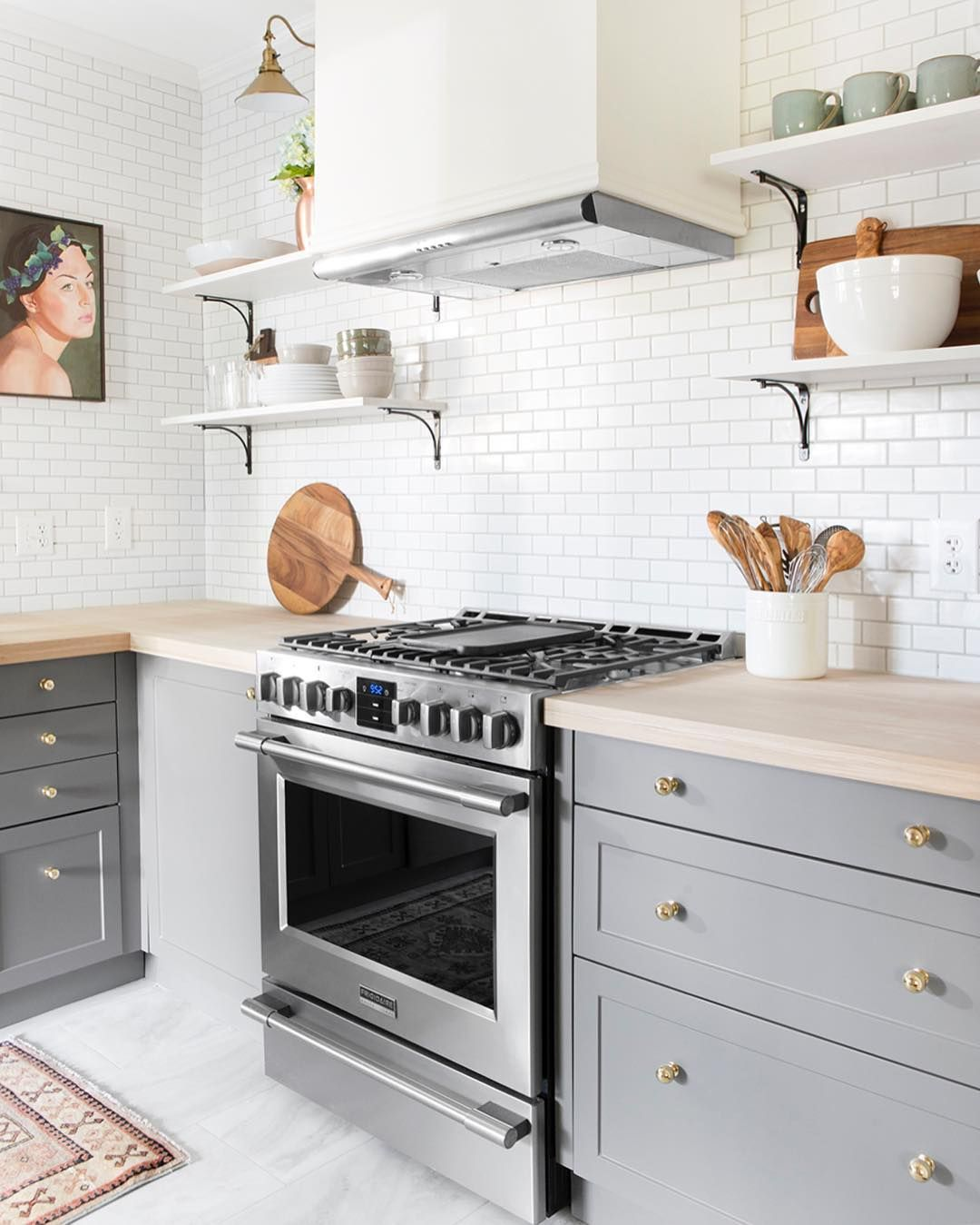 Loving everything about this kitchen by @chrislovesjulia! Also on ...