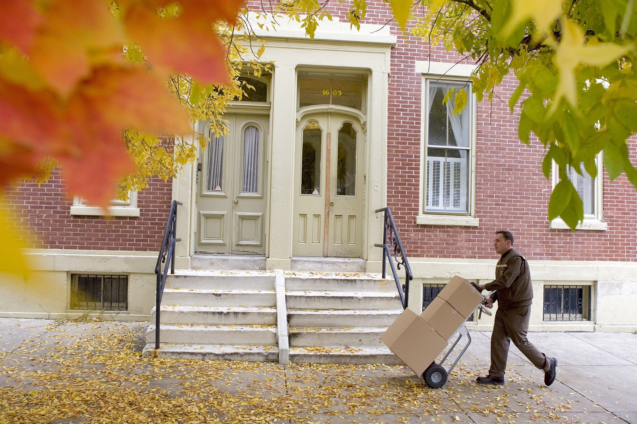 Please visit the UPS job site to learn more about the seasonal opportunities available at UPS! http://jobs-ups.com/?howheard=P3150
