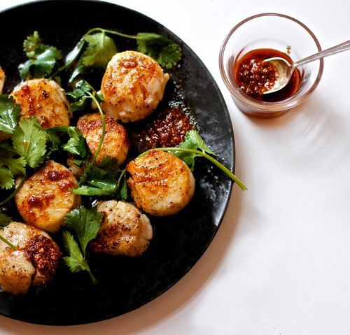 Scallops with spice oil (Bon appetit)