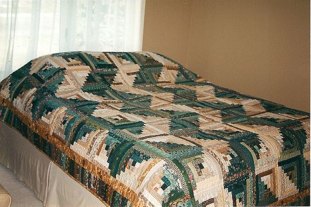 Zig Zag Log Cabin quilt by Sewfrench, via Flickr