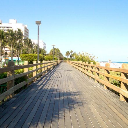 Miami Beach Boardwalk Piers Boardwalks Mingle With Tourists At A Beautiful And Scenic Pathway Which Is Must See When Visiting