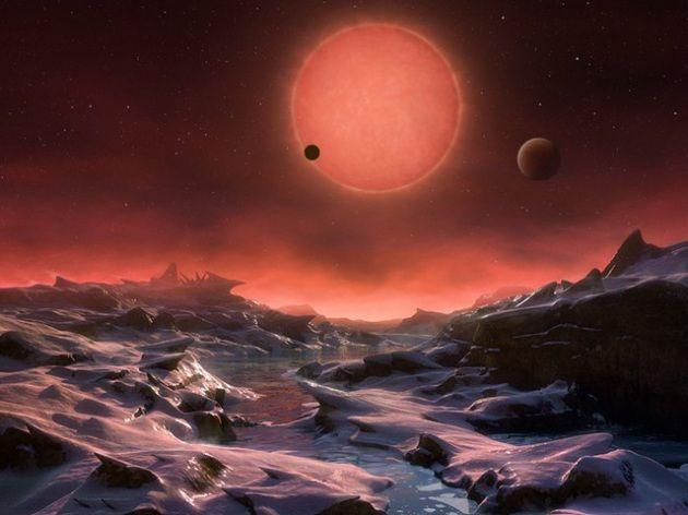 Sono rocciosi e ruotano velocemente attorno a una debole stella rossa.