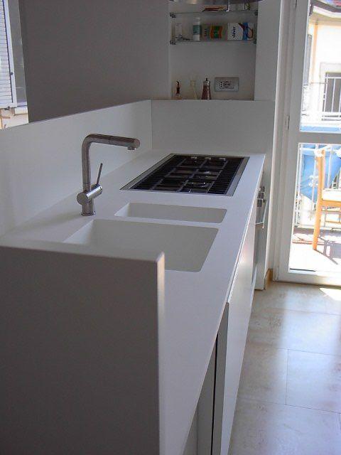 Cucina Binova con piano lavoro e lavelli Corian | Realizzazioni ...