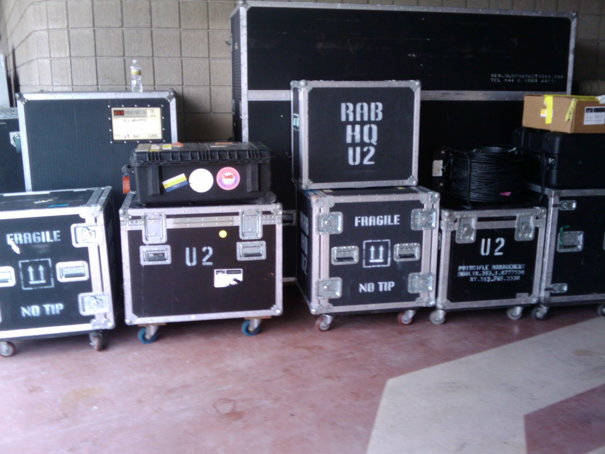 Back Stage U2 Road Cases Work Tools Case Stagehand [ 1536 x 2048 Pixel ]