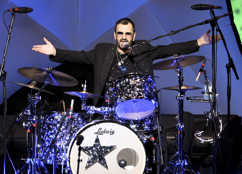 RINGO STARR IS ON THE RUN | Ringo starr, The beatles, Drum ...