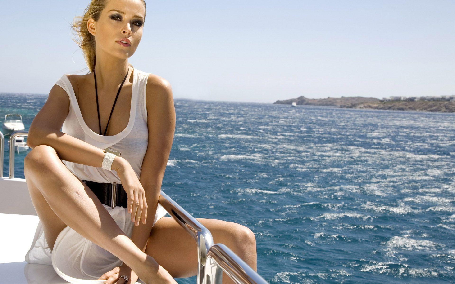 девушки на яхте нд качество