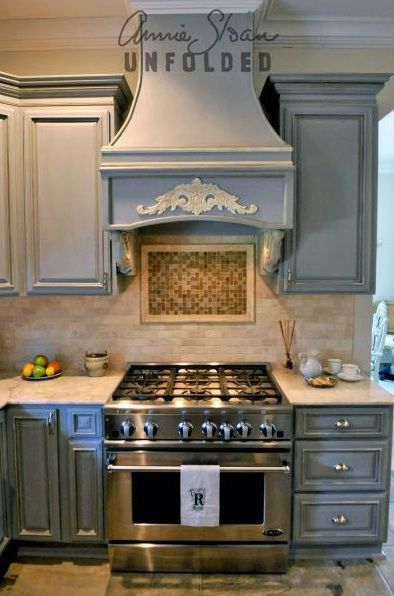 Annie Sloan Paint your Kitchen cabinets. Possibility if I don\'t ...