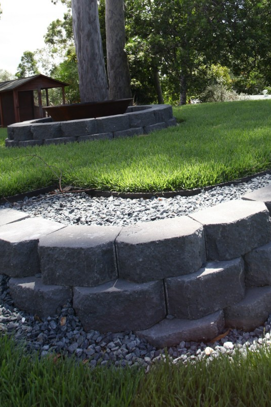 Gardenwall Retainingwallblocks In Charcoal Are One Of The Most Popular Interlinking Blocks On The Market Suitable For Backyard Landscaping Retaining Wall