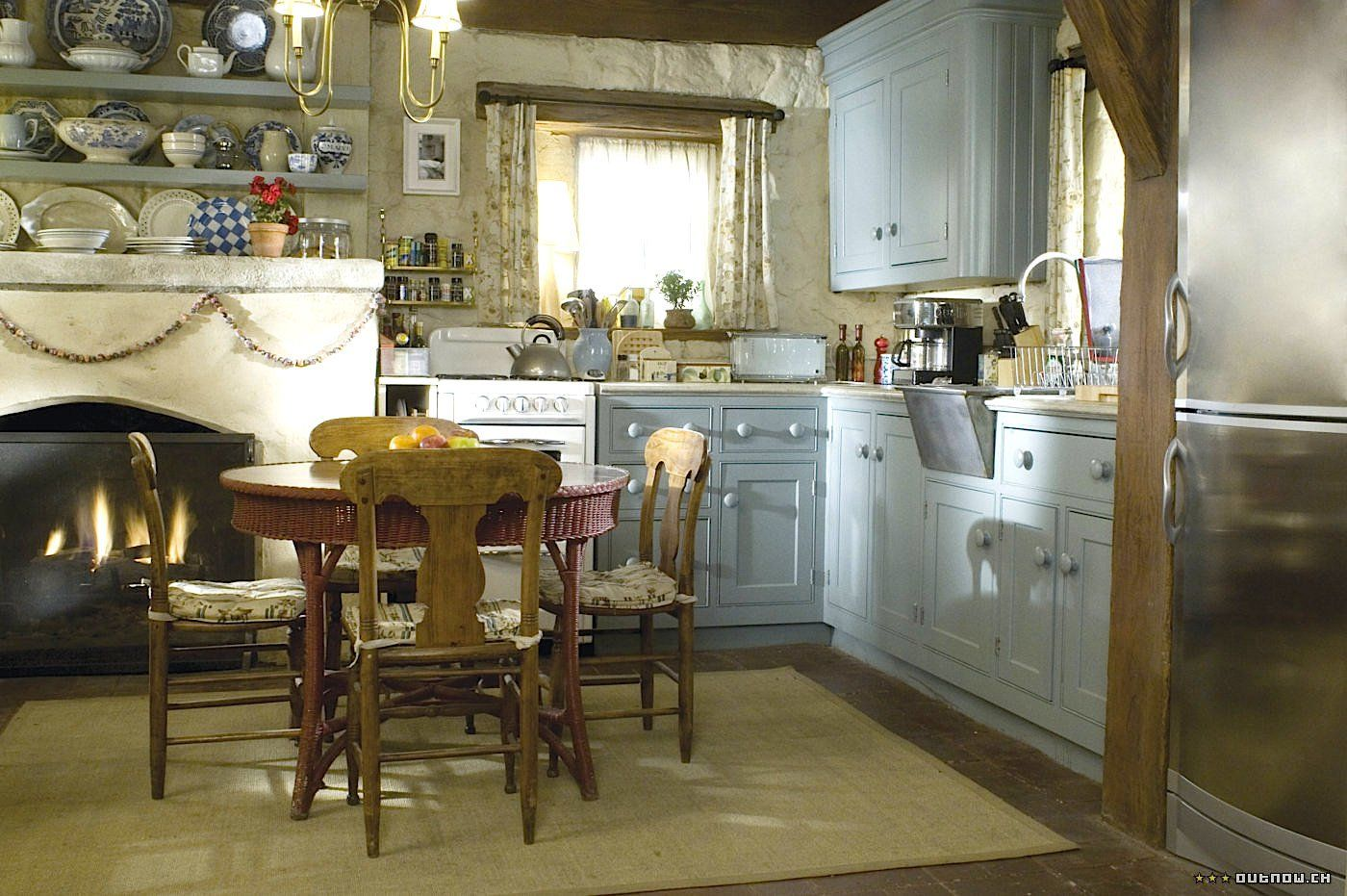 Get That Look The Holiday English Cottage Linda Merrill English Cottage Kitchens Cottage Kitchen Rustic Kitchen
