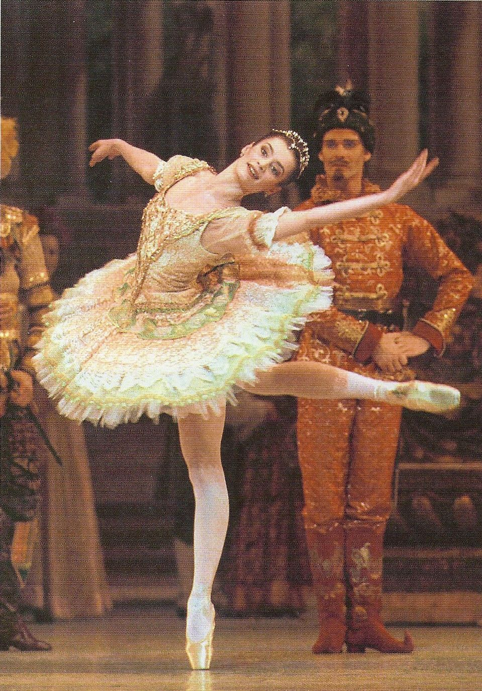 Renverse To Upset Or Overturn Ensure That Your Body Is Driving The Renverse To Make Your Leg Move Paris Opera Ballet Sleeping Beauty Ballet Ballet Dancers