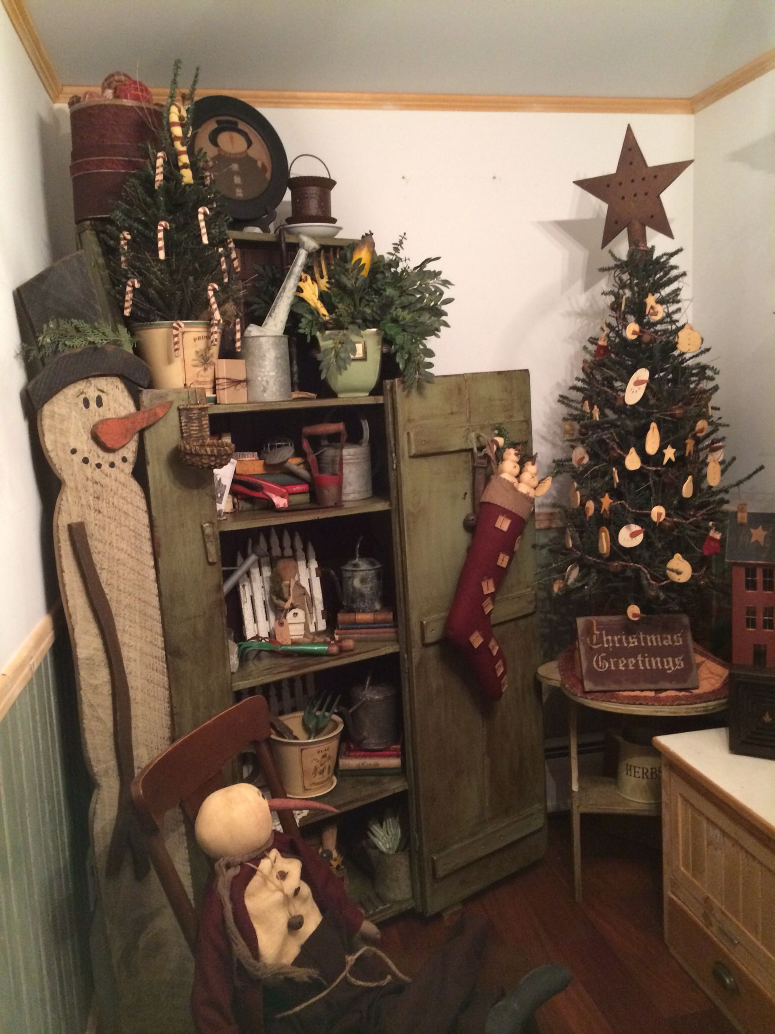 What A Cute Shop Very Nice I D Love To Shop Here I Like To Get Good Ideas And Primitive Christmas Primitive Country Christmas Primitive Christmas Decorating