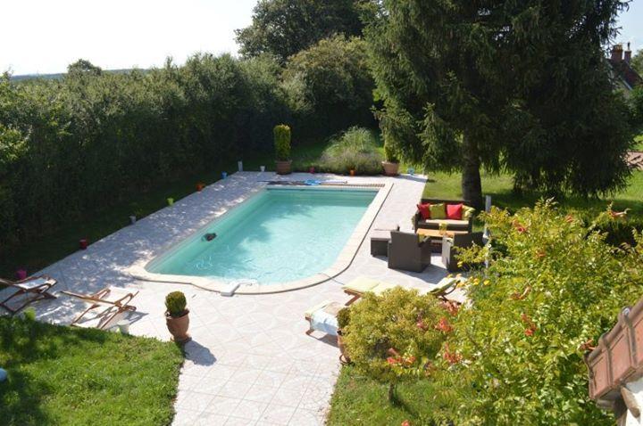 montambert gte de vacances avec 3 chambres pour 7 personnes rservez la location 1122248 avec abritel location de vacances avec piscine prive - Chambre Avec Piscine Privee France