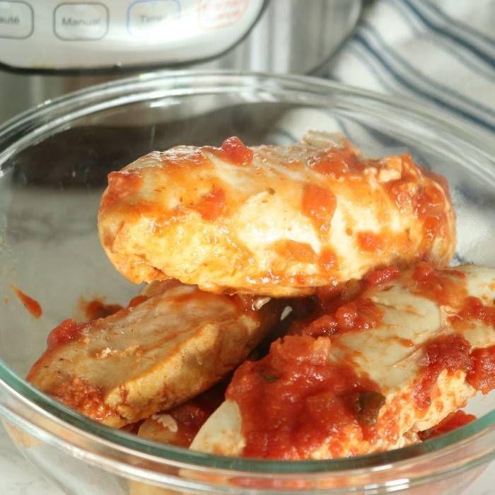 taco seasoned chicken in a bowl #shreddedchickentacos