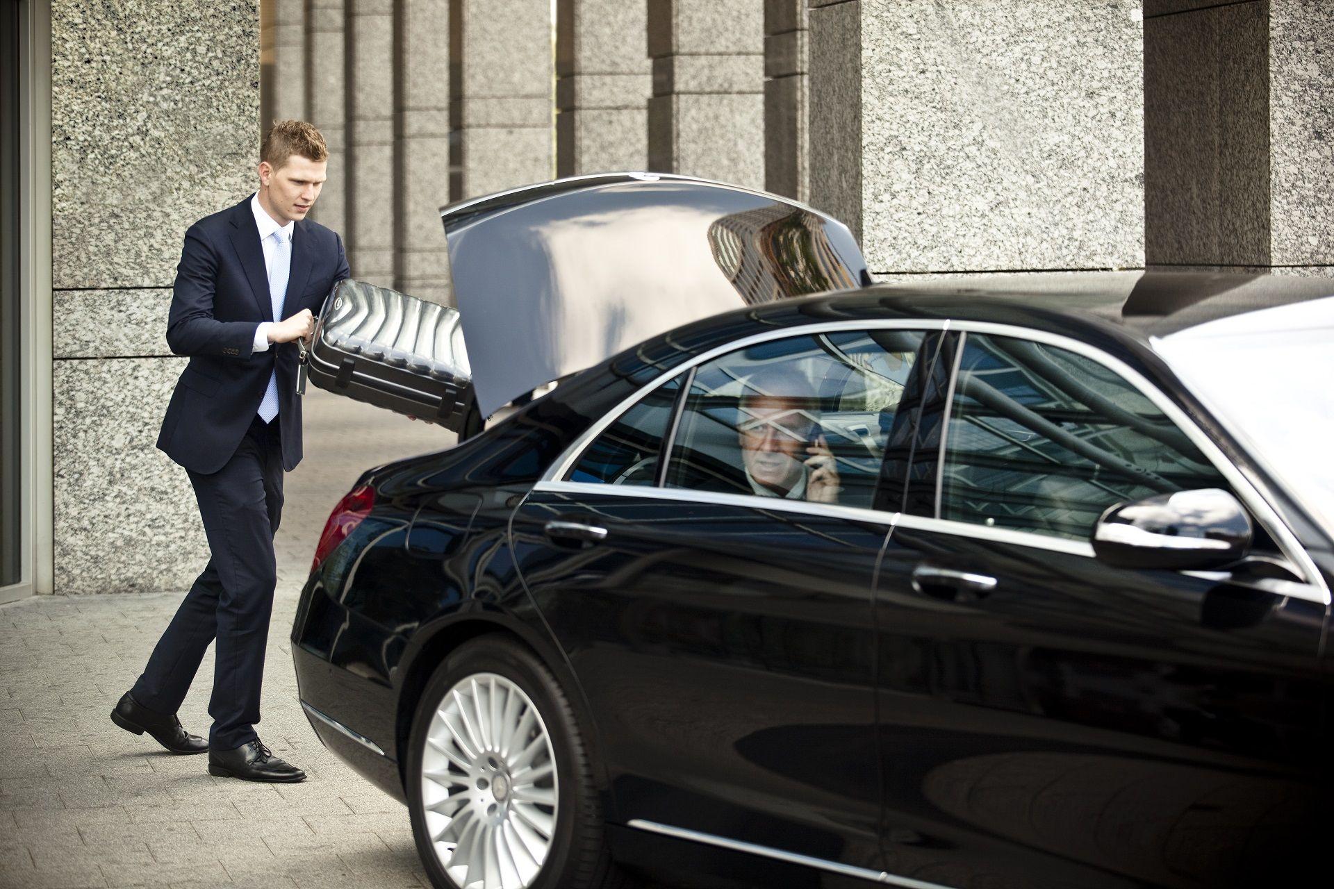 Hire Professional Chauffeur | Chauffeur, Chauffeur service, Airport  transfers