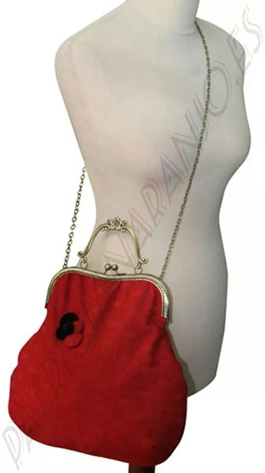 Bolso bandolera o de mano artesanal de diseño único y exclusivo. Infórmate por mensaje privado, te sorprenderás.