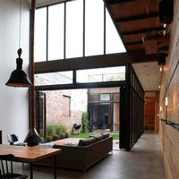 atrium house by Mesh architectuers
