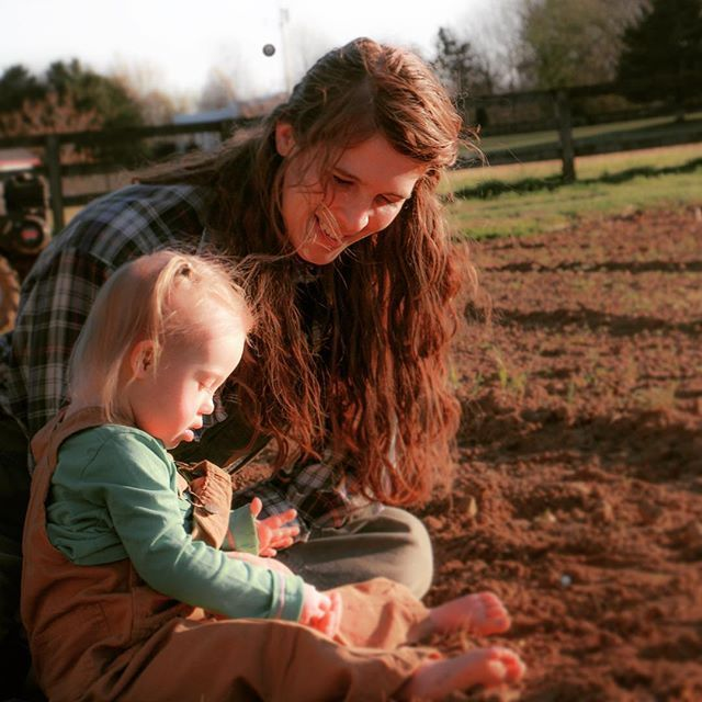 Joey Rory On Instagram Indy W Her Big Sister Hopie In Joey S Garden Getting The Soil Ready To Start Planting Joey Rory Joey And Rory Feek Joey Feek It reminds me of home. pinterest