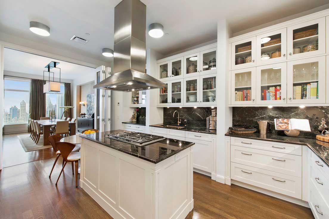 New York Luxury And Elegant Apartment Near Central Park Apartment Kitchen House Design Kitchen Cheap Kitchen Cabinets