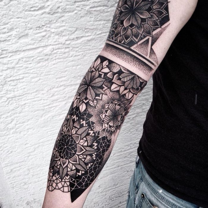 mehrere mandala tattoos am ganzen arm tattoo ideen. Black Bedroom Furniture Sets. Home Design Ideas