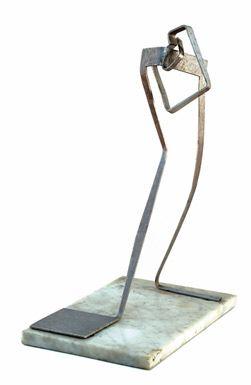 Claudio Girola, Espacios constructivos (1948), aluminio y mármol.