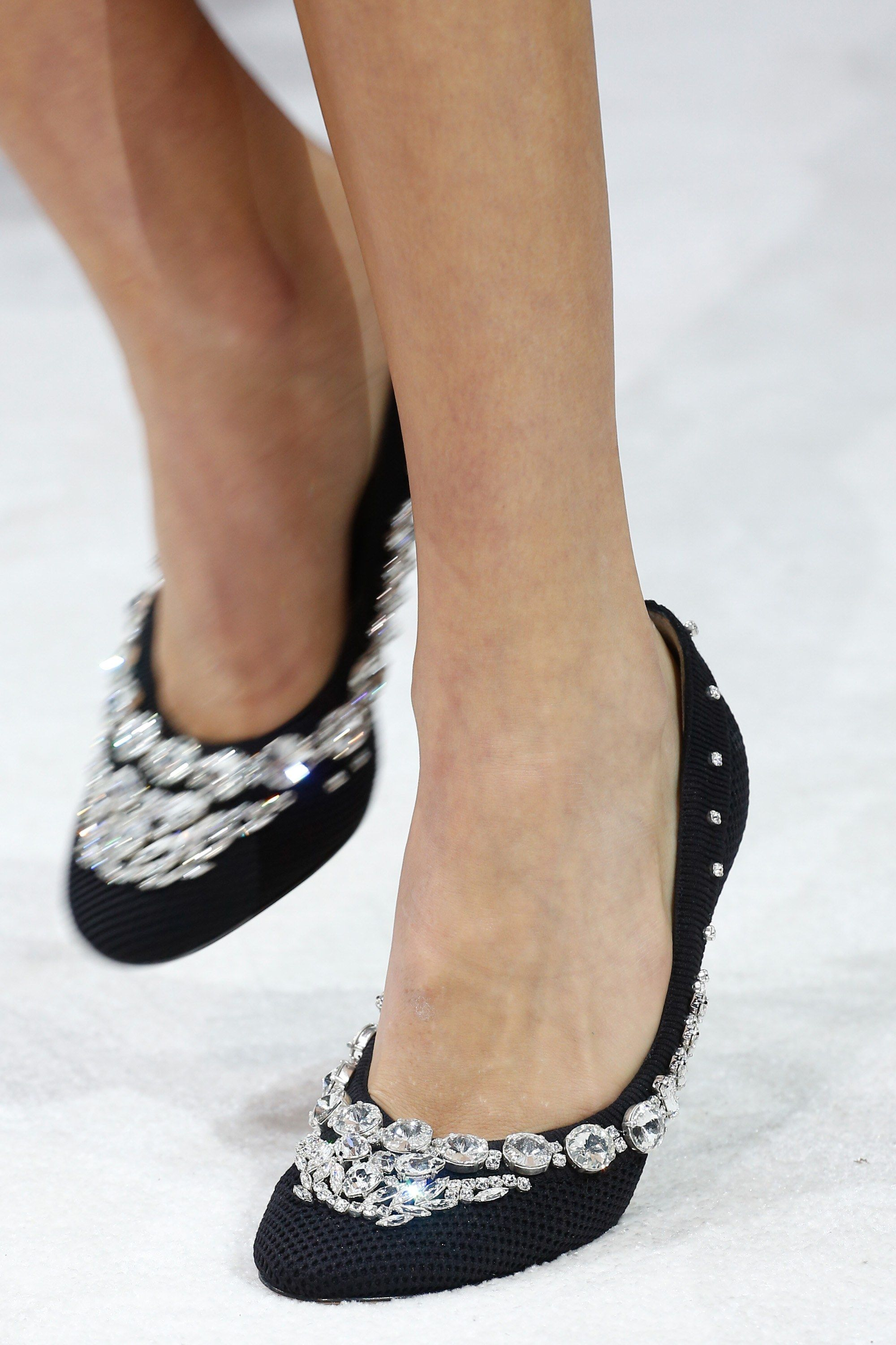 Valentino Spring 2018 Ready To Wear Collection Photos Vogue Chic Shoes Valentino Fashion